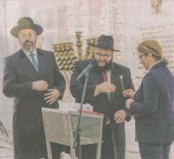 Ortodoksyjna sekta Chabad Lubawicz z Brooklynu w Nowym Jorku trzyma Sejm RP. I tak oto od dobrych kilku lat Chanuka rządzi w najwyższych instytucjach polskiego państwa. Oczywiście polscy oficjele nie bardzo rozumieją źródła tej celebracji