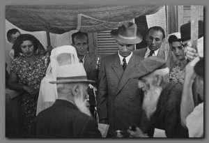 Żydowski ślub pod Hupą – tradycyjne marzenie większości ówczesnych, żydowskich panien, a nie tylko opisanych tu Kumoszek.