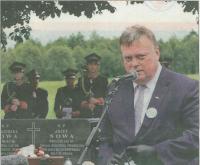 Wicewojewoda śląski Robert Magdziarz w imieniu własnym i wiceministra rolnictwa i rozwoju wsi, posła Szymona Giżyńskiego podziękował za pamięć i uczczenie bohaterów Ziemi Częstochowskiej